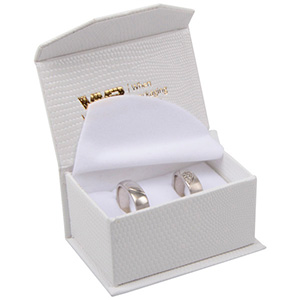 Nice smykkeæske til vielsesringe/ forlovelsesringe Cremefarvet kunstlæder med slangeprint / Hvid skum 67 x 45 x 35 (60 x 40 x 30 mm)