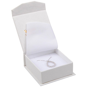 Nice smykkeæske til øreringe / vedhæng Cremefarvet kunstlæder med slangeprint / Hvid skum 65 x 70 x 27 (57 x 64 x 24 mm)