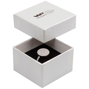 Boston smyckesask till ring Pearl elfenbensvit kartong/ Vit-svart skuminsats 50 x 50 x 32 (44 x 44 x 30 mm)