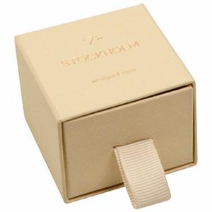 Stockholm sieradendoosje voor ring / oorbellen Warm Beige karton met stof-look / Zwart foam 50 x 50 x 40 (43 x 46 x 21 mm)