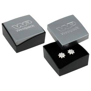Copenhagen smykkeæske til ørestikker/ øreringe Blank sølv plast/ Mat sort plast/ Sort skum 43 x 43 x 20 (43 x 43 x 17 mm)