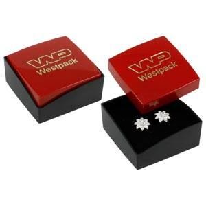 Copenhagen smykkeæske til ørestikker/ øreringe Blank rød plast/ Mat sort plast/ Sort skum 43 x 43 x 20 (43 x 43 x 17 mm)