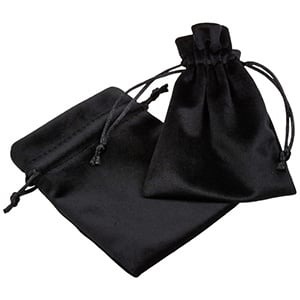 Aksamitny woreczek, średni Czarny aksamit, satynowy sznurek 90 x 120
