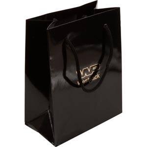 Blank papirpose med logotryk, lille Blank sort karton med matchende flettet hank 114 x 146 x 63 150 gsm