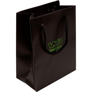 Mat papirpose med logotryk, lille Mat sort karton med matchende flettet hank 114 x 146 x 63 150 gsm