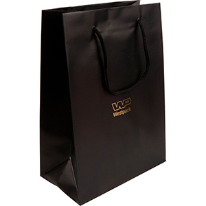 Mat papirpose med logotryk, stor Mat sort karton med matchende flettet hank 180 x 250 x 100 150 gsm