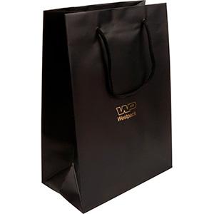 Mat gelakt papieren draagtasje, groot Zwart gelamineerd papier met gevlochten hengsel 180 x 250 x 100 150 gsm