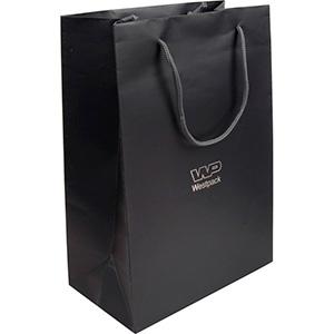 Mat papirpose med logotryk, stor Mat mørkegrå karton med matchende flettet hank 180 x 250 x 100 150 gsm