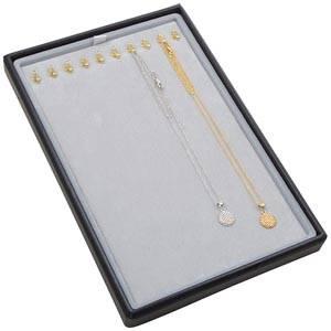 Petit plateau présentation: 10x collier en crochet Plateau gris / Intérieur velours gris clair 156 x 235 x 18 Iinsert: 135,5x216x6mm