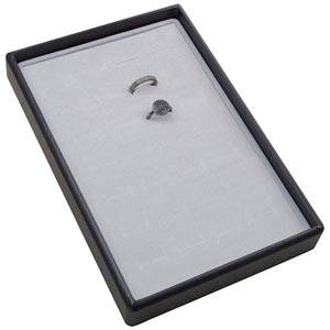 Mała kaseta na 28 pierścionków Czarna wkladka / jasno-szara gabka 156 x 235 x 28 Insert: 135,5x216x10mm