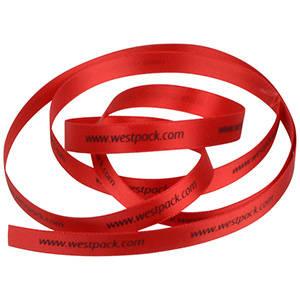 Smal Satijnlint met verheven logobedrukking Rood  9 mm x 91,4 m