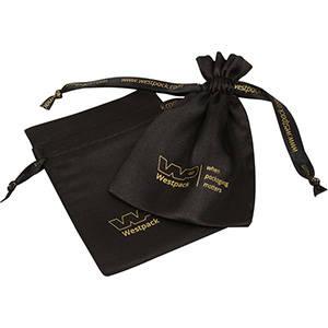 Satinpose med tryk på bånd og pose, medium