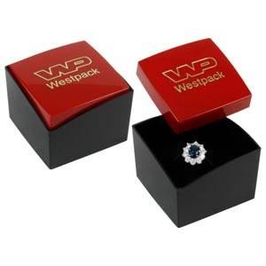 Storkøb -  Copenhagen smykkeæske til ring Rødt låg, sort bund / Sort skumindsats 43 x 43 x 32