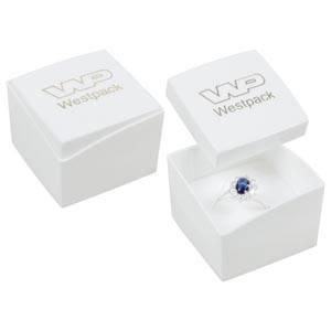 Storkøb -  Copenhagen smykkeæske til ring Hvidt låg, hvid bund / Hvid skumindsats 43 x 43 x 32